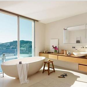 Как использовать окно в ванной комнате